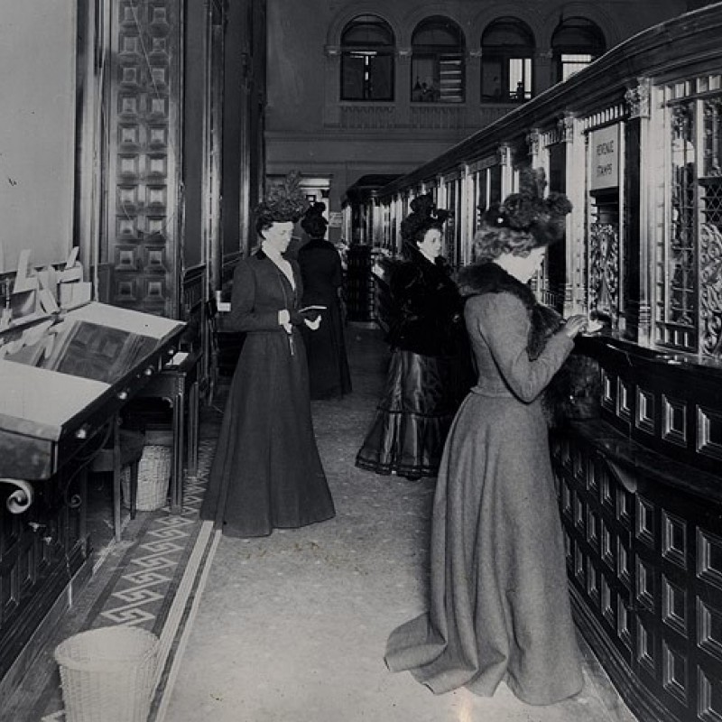 A Purse of Her Own: The Development of Women's Banking Spaces